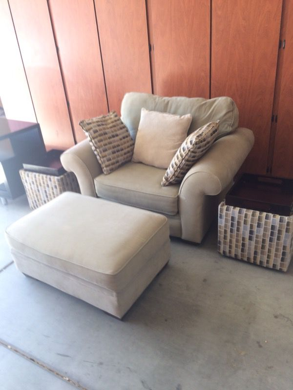 Alan White Oversized Accent Chair And Ottoman For In Chandler Az Offerup
