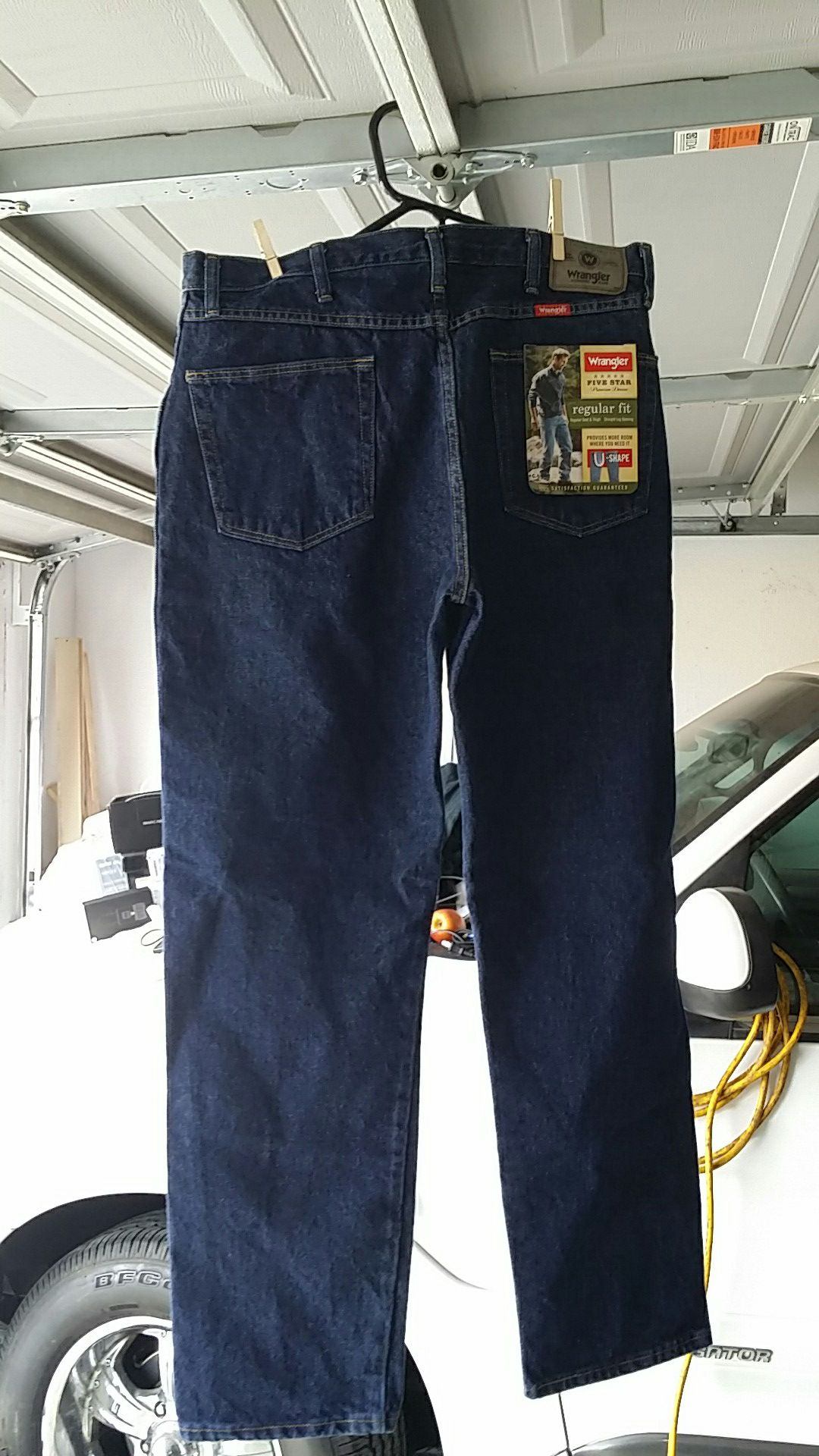 Jeans wrangler authentic regular fit size w36 l32 new