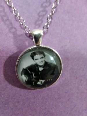 Elvis Presley Necklace for Sale in Grove City, OH