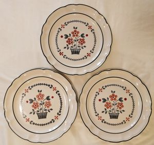 1970s Dinner Plates. Cumberland Brambleberry. for Sale in Saint Cloud, FL
