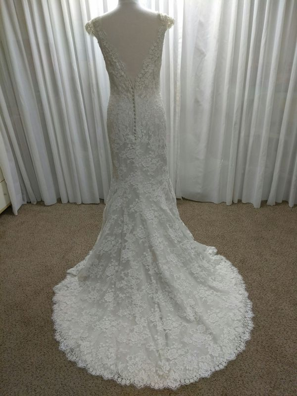 Wedding dress or Bridal Gown.NEED TO SELL! HUGE price DISCOUNT ...