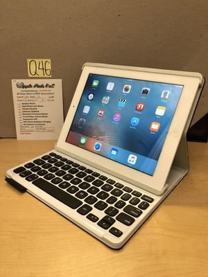 Q46 - iPad 2 16GB with Keyboard for Sale in Los Angeles, CA