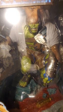 Ragnarok Gladiator Hulk statue Thumbnail