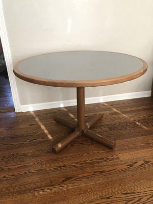 Photo Round table