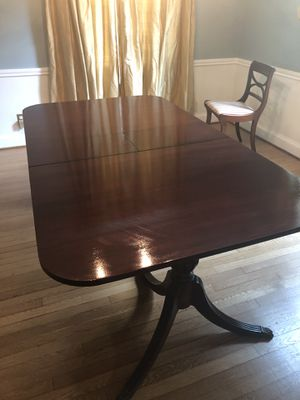 Mahogany Dining Table 76x42 w/built in leaf for Sale in Washington, DC