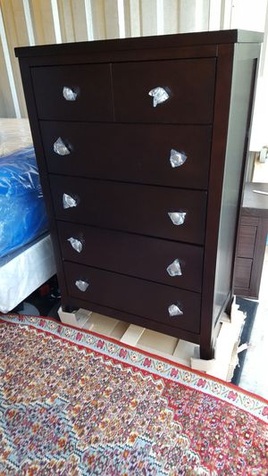 Brand New 5 Drawer Wood Chest for Sale in Silver Spring, MD