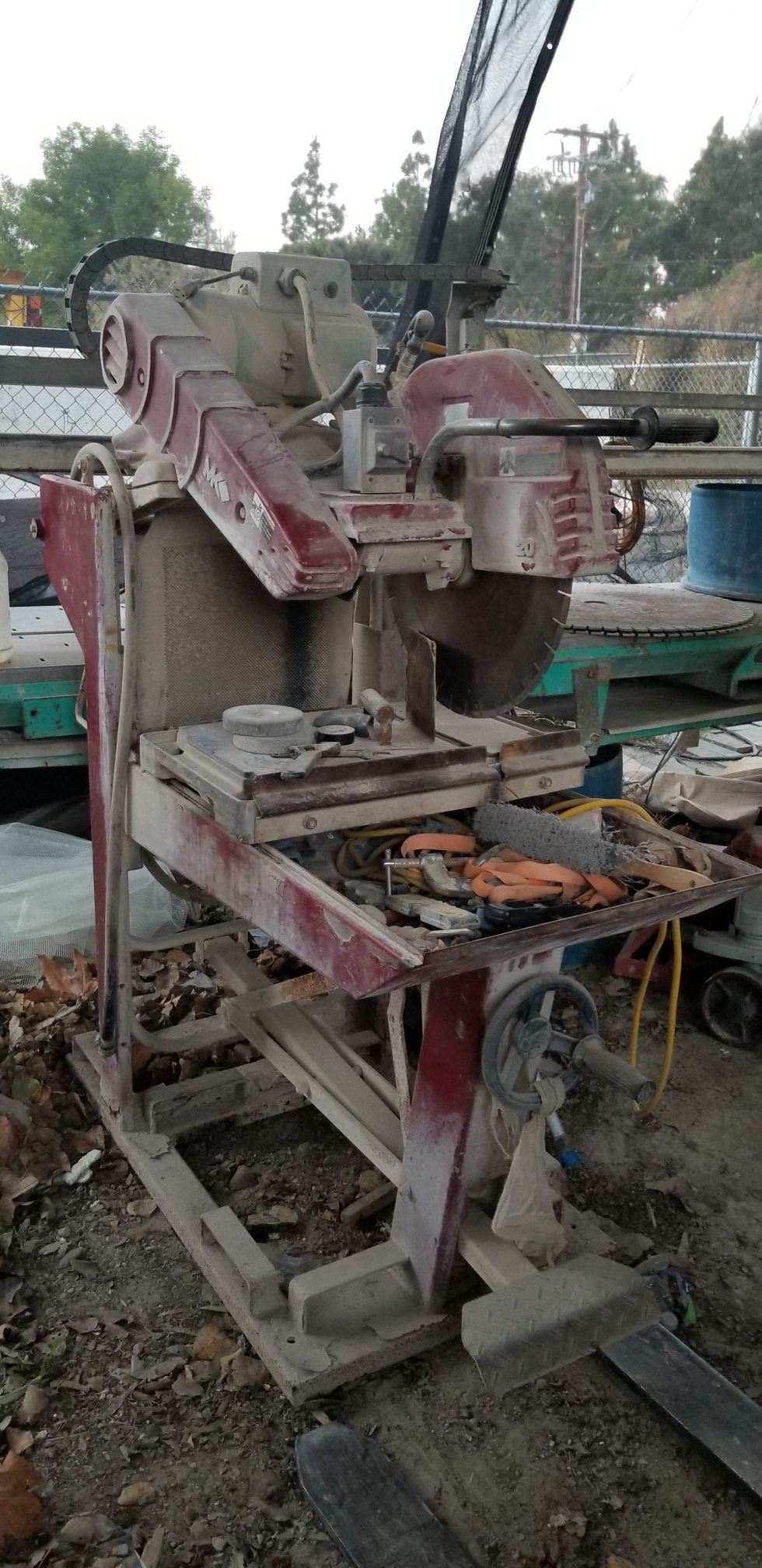 Cutting machine for tile or stone