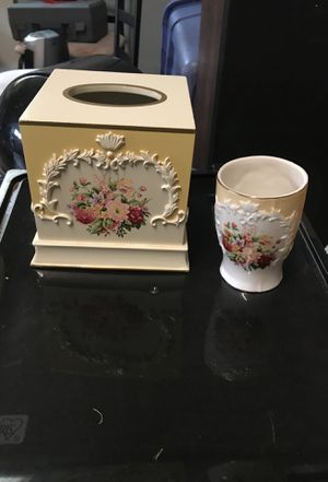 Bathroom accessories to include tissue holder and cup for sale  Springdale, AR