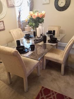 Dining Room Table With Chairs Thumbnail