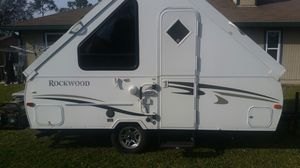 Photo Rockwood M122A hard side pop up camper
