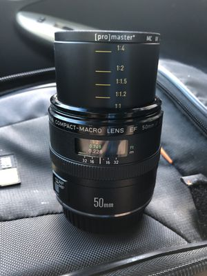 CANON EF 50mm f/2.5 Compact Macro Lens for Sale in Austin, TX