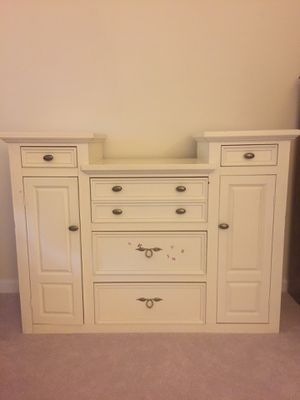 Dresser for free for Sale in Laurel, MD