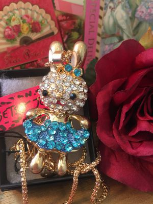 Photo Betsey Johnson 3 D Rhinestone Easter BUNNY ** ..so cute 4 ' high on Alloy 18 inch gold chain gift box