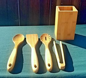 Brand new in box island bamboo kitchen & crock 5 piece utensil set for Sale in Lake Elsinore, CA