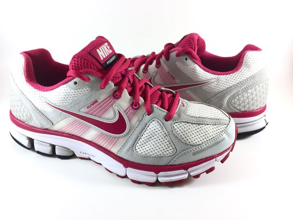 half off 328f5 a9059 NIKE Pegasus 28 Women's Size 10 for Sale in Aloha, OR - OfferUp