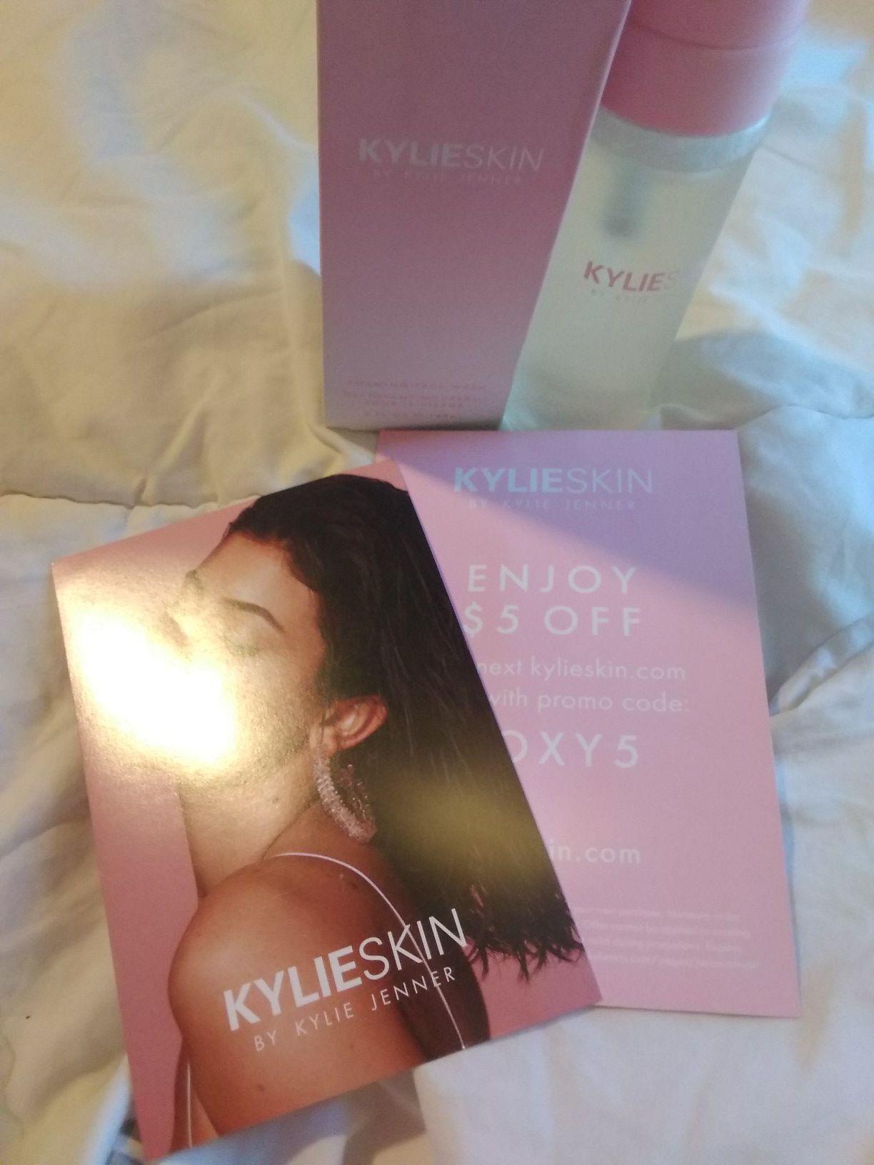 Kylie skin foaming face wash