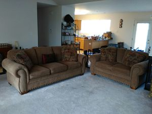 Broyhill Cambridge Sofa & Loveseat 5054-1Q1 in Excellent Condition for Sale in Aurora, IL