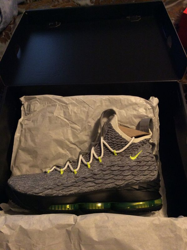 size 40 fdefc 0929e Nike Lebron 15 Airmax Heritage Quick Strike sz 10 for Sale in Crowley, TX -  OfferUp