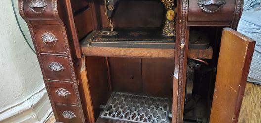 vintage singer mechanical machine. Thumbnail