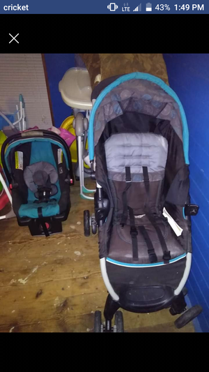 carseat and stroller i paid $150 for it looking to get $40 for Sale in Virgilina, VA