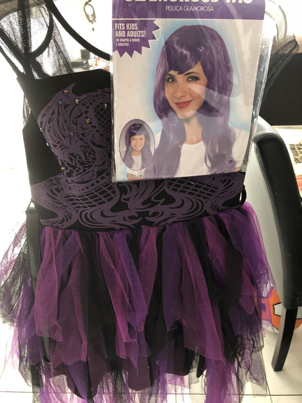 Mal descendants costume Disney store 7/8 with wig for Sale in Aventura, FL  - OfferUp