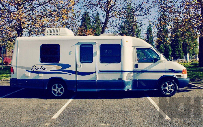 Photo 2004 Winnebago Rialta 22FD Eurovan