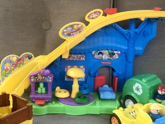 Fisher-Price Little People Lot- Great Condition! Thumbnail