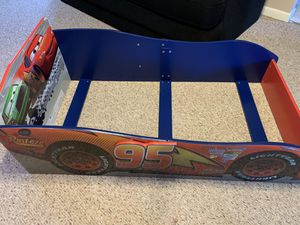 Photo Delta Disney / Pixar Cars wood Toddler Bed never used HALF PRICE