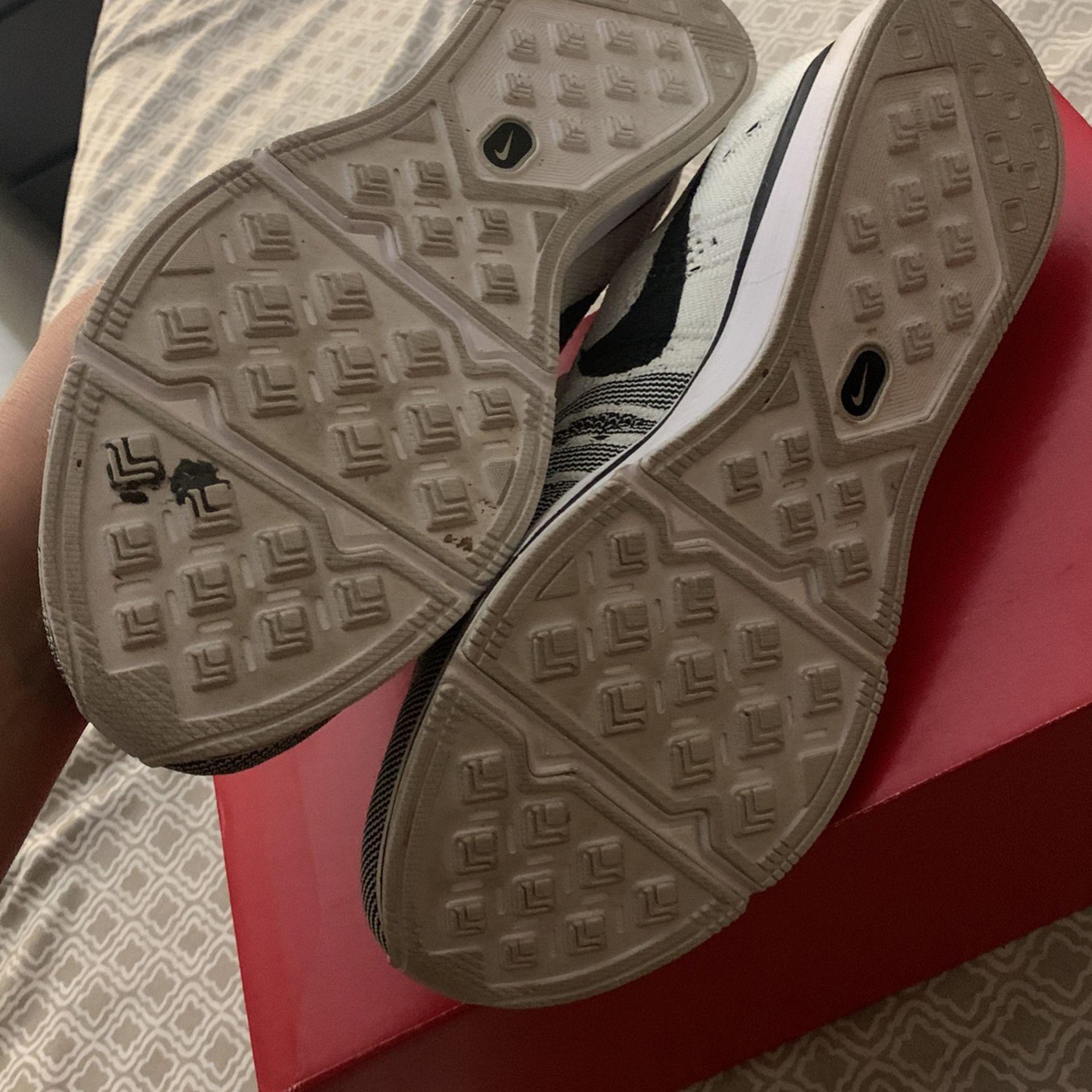 Nike TWs