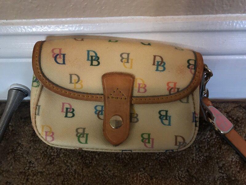 Dooney&bourke wrists bag