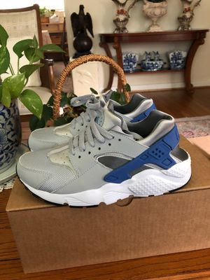 Nike huarache run shoes gradeschool size 6y silver/blue for Sale in Silver Spring, MD