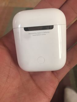 Apple AirPods 1st generation Thumbnail