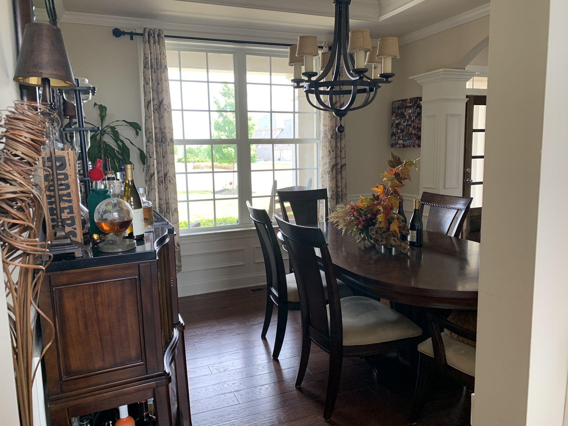 Like New Dining Room Set