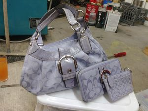6516cfe55b Coach Hand Bag - Authentic - Lavander - Includes Wallet and Coin Purse for  Sale in