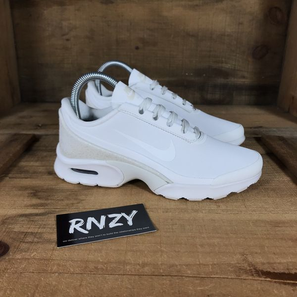 11c9c1c8a1bf NEW Nike Air Max Jewell Women s 6 for Sale in Yarmouth