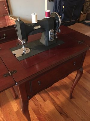 White brand sewing machine for Sale in Silver Spring, MD