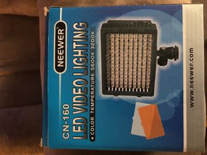 Neewer light can-160 for Sale in Cleveland, OH