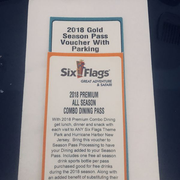 Season pass with season dining pass for the 2018 for Sale in Bronx, NY -  OfferUp