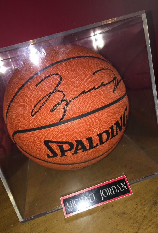 the best attitude 20e70 133c7 Signed MICHAEL JORDAN basketball for Sale in Elburn, IL - OfferUp