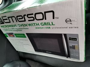 microwave oven with grill! for Sale in Manassas, VA