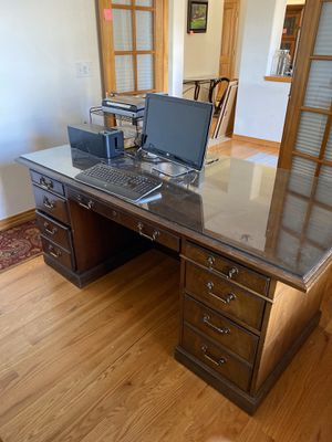 Photo Solid Oak Desk