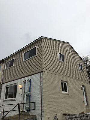 Hacemos trabajos de siding,roofing y ventanas trabajo garantizado for Sale in Manassas, VA