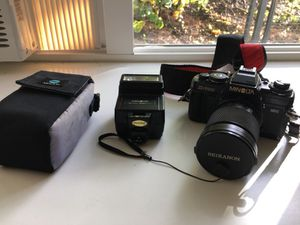 Minolta x-700 28-80mm lens and flash for Sale in Seattle, WA