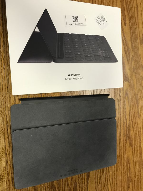 Apple Smart Keyboard Case for iPad Pro 10 5 - Mint Condition for Sale in  Milford, DE - OfferUp
