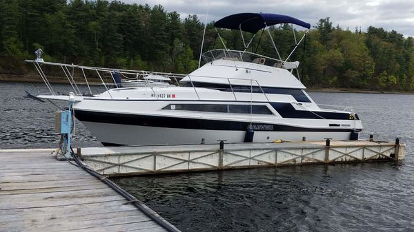 Carver twin engine cabin cruiser