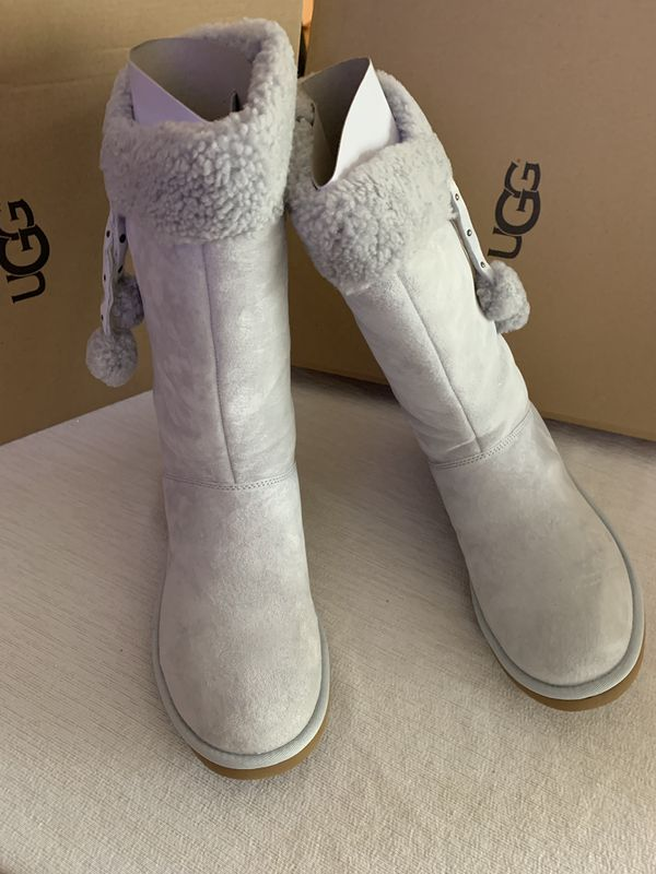 81442d28bee UGG PLUMDALE CUFF W GREY SIZE 8 and 9 WOMEN for Sale in Oxnard, CA - OfferUp