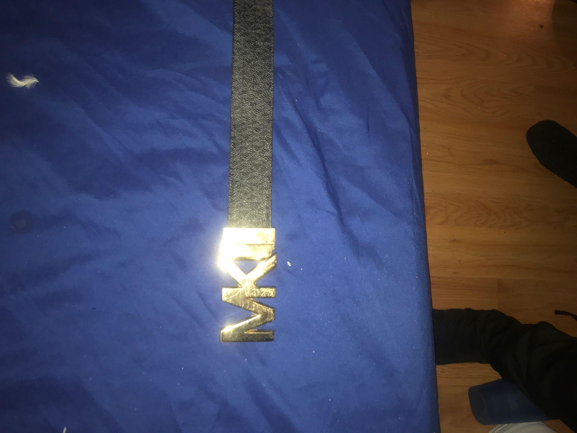 Micheal kors belt reversible