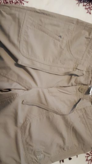 The North Face size 6 pants for Sale in Clarksville, MD