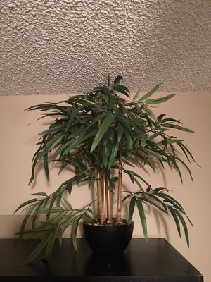 Faux potted plant for Sale in Orlando, FL
