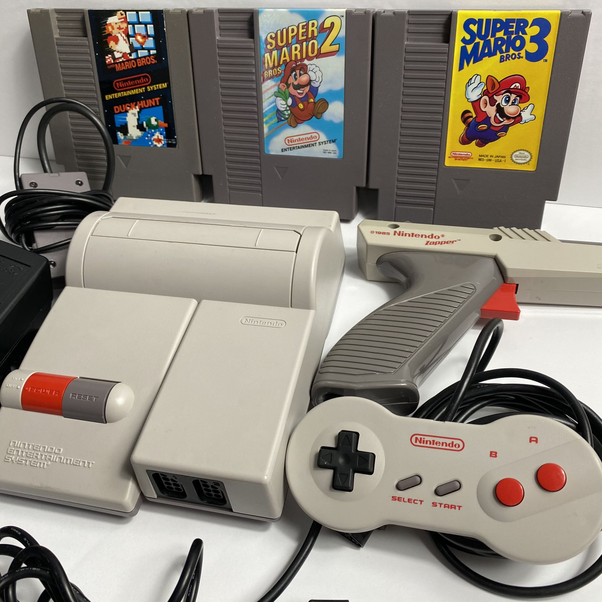 Nes Top loader bundle - Games controller and Zapper included